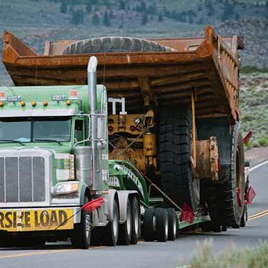 Transporte de maquinaria de pesada  camión volquete de carga de gran tamaño